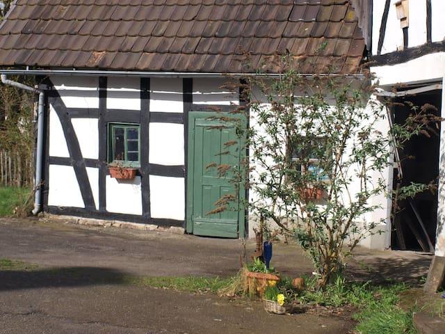 A farm neaby the 'Westerwaldsteig' - Fiersbach - Hus