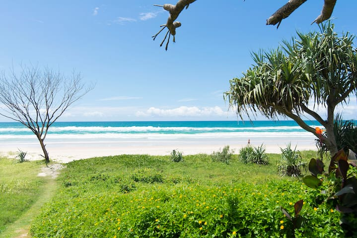 Absolute beachfront retro 2BD unit - Tugun - Appartement