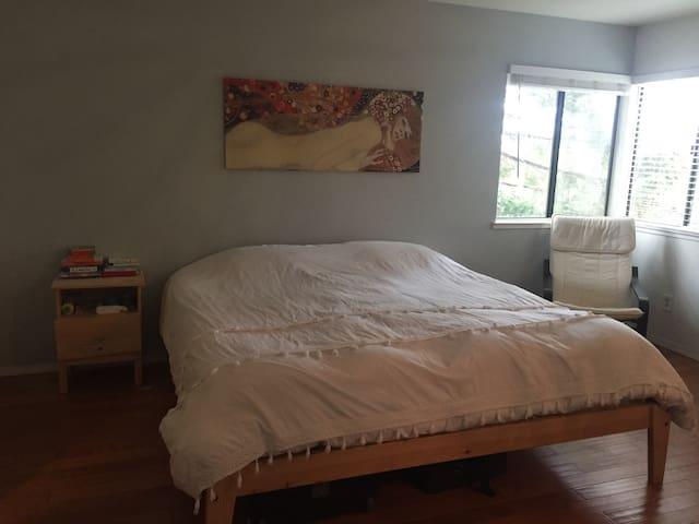 Cozy loft home - Stockton - Leilighet