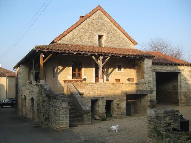 Belle maison ancienne , sud Bourgog - Chissey-lès-Mâcon - Ev