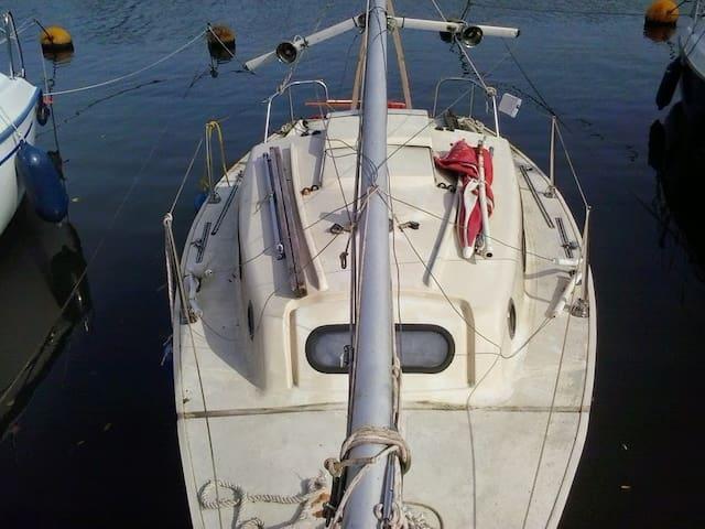 Segelboot mit Außenborder mobil - Marbach am Neckar
