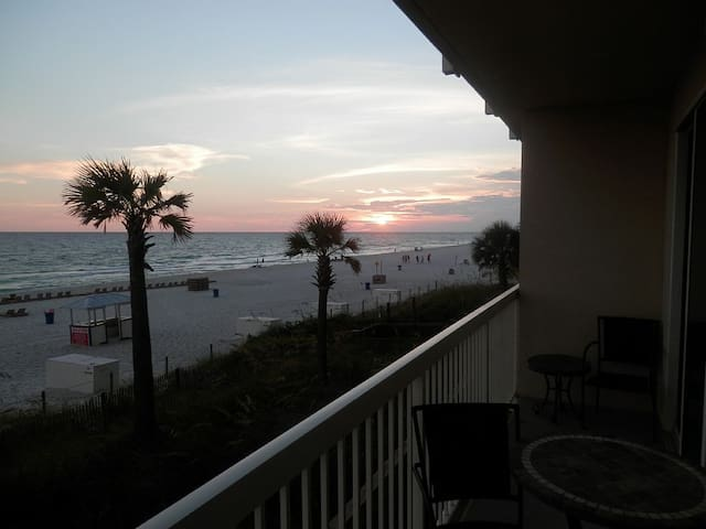 Beachfront 1st Floor Condo ~ Breathtaking View! - Panama City - Íbúð
