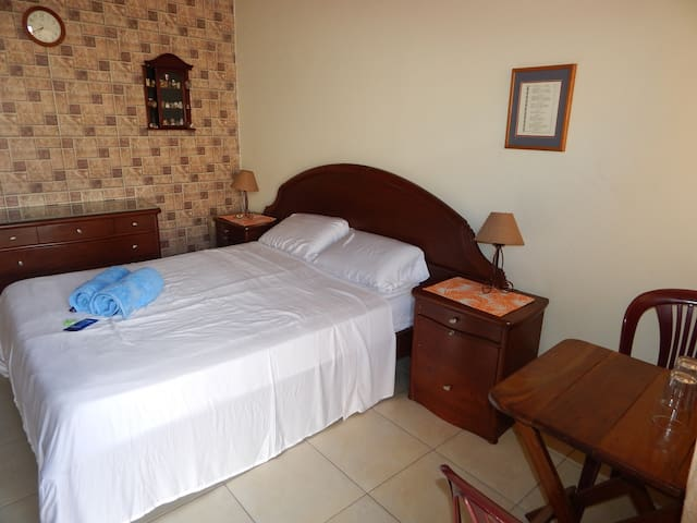 Comfy room w/ TV, A/C, & WiFi - Santa Cruz de la Sierra