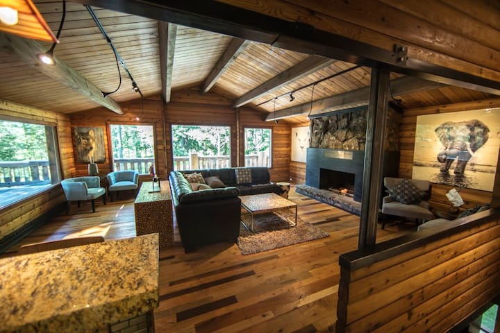 GREAT LOCATION and PRIVACY!! Luxury Forest Cabin - Wilson - Srub