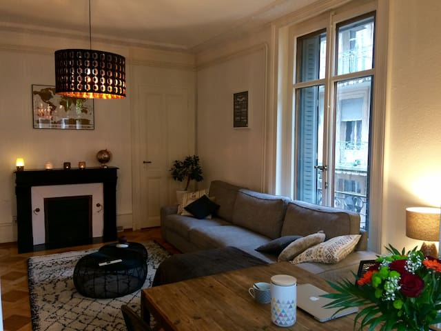 Bedroom and private terrace in Lausanne - Lausanne - Huoneisto