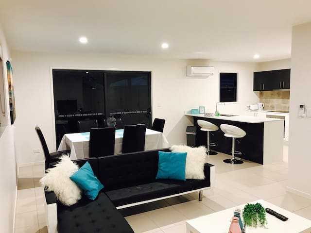 Entire home next to beach & CBD! - Scarness - Appartement