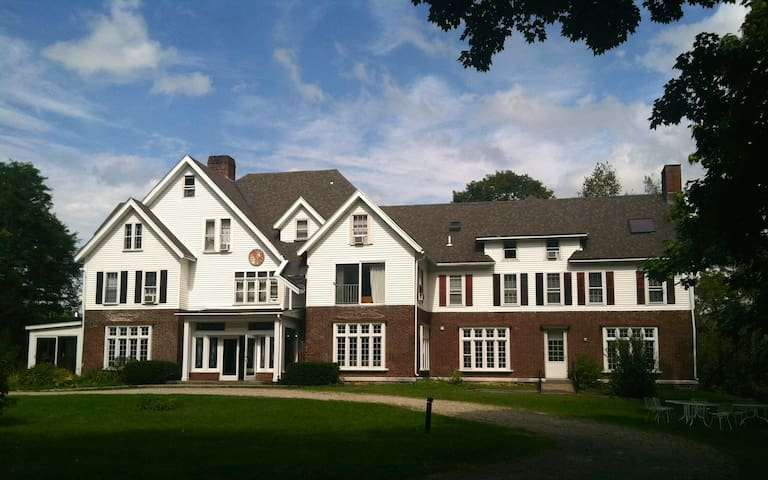 Your own Private Mansion sleeps 34! - Manchester Center - Дом