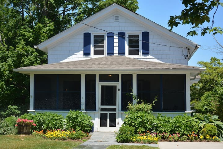 1800's Cottage on Sterling Creek - グリーンポート - 一軒家