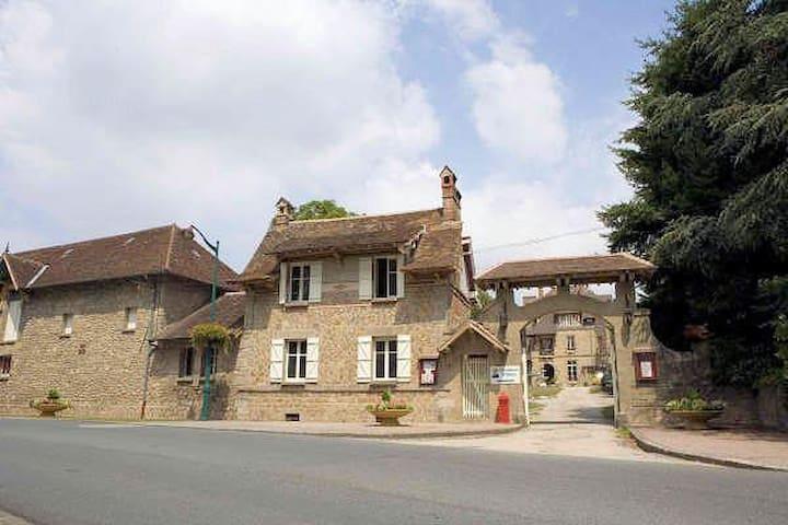 La Petit Maison,  lovely cottage at the chateau - Bessines-sur-Gartempe - Hus