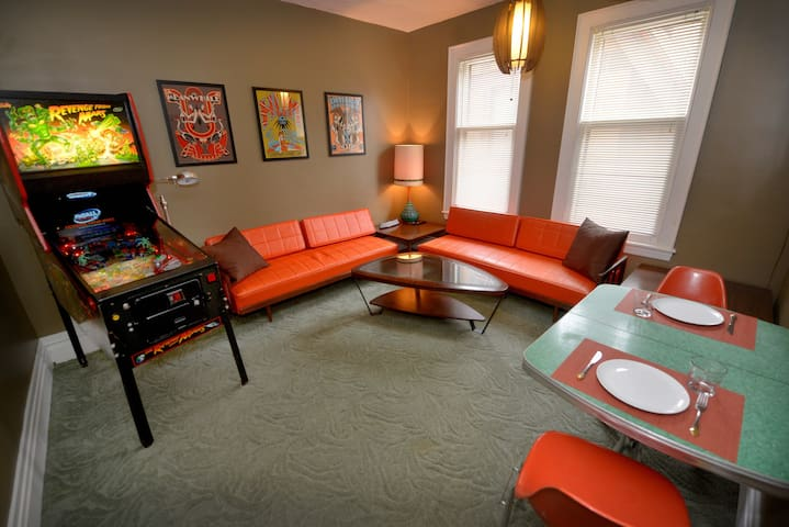 Colorful Heritage Hill Apartment w/ Pinball! - Grand Rapids - Apartemen