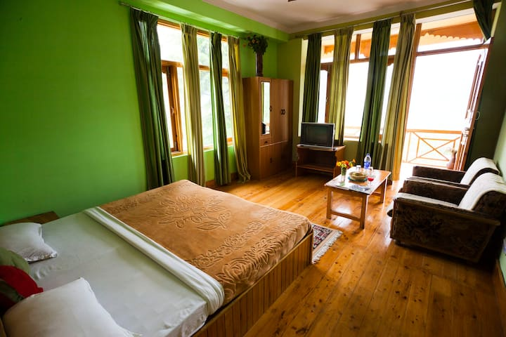 WHERE NATURE COMES ALIVE. - Naggar - Bed & Breakfast