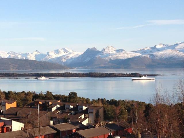 Vakker beliggenhet og utsikt - Molde - Appartement