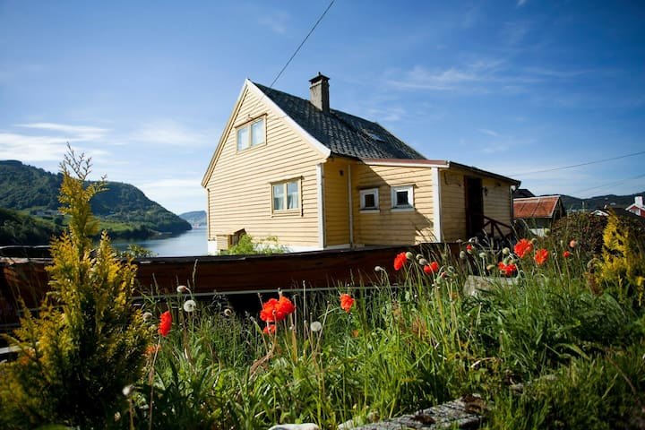 House with awesome sight and nature - Osterøy - Ev