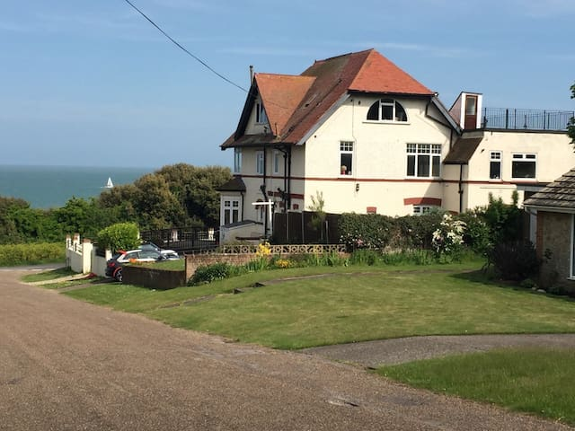 Cosy flat with key for the '39 steps' and beach! - 布羅德斯泰(Broadstairs) - 公寓