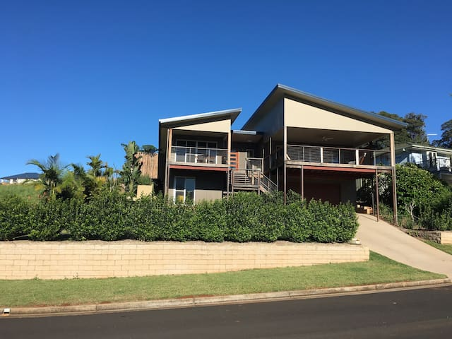 3 Bedroom, 2 Bathroom. Great view - Goonellabah - Maison