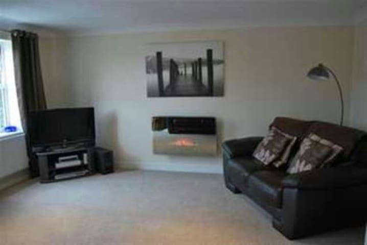 Modern and Spacious 2 Bedroom Apartment - Dronfield