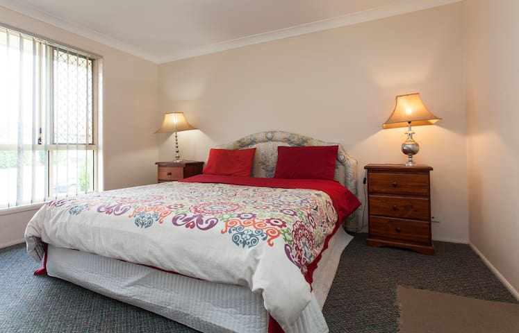 KING & ENSUITE, FOX, WIFI, AIRCON - Merrylands