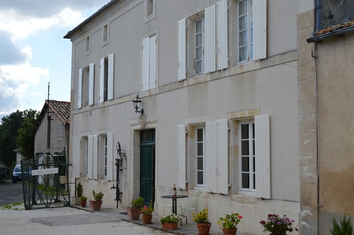 Large Family Room in Charentais countryside - Le Tatre