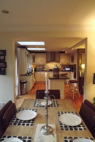 Large Detached Home with gardens - Tralee - Casa