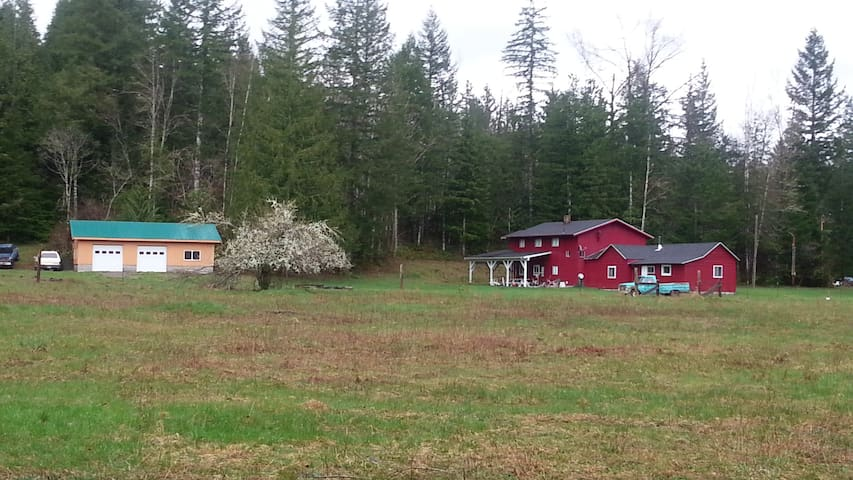Large 5 Bedroom Lodge on 15 Private Acres - Maple Falls - Hus