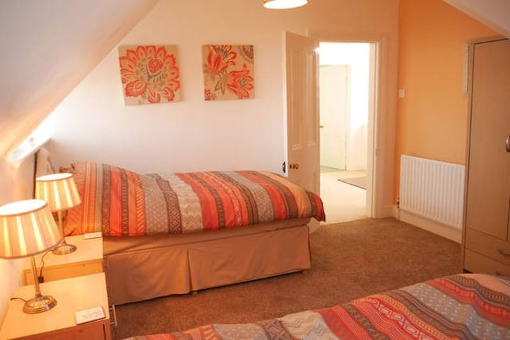 Lovely Crosby Home Very Close to the Beach - Merseyside - Huis