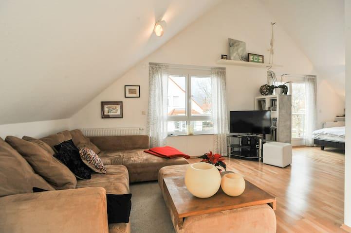Charming Rom with TV and Bathroom - Leinfelden-Echterdingen - Casa