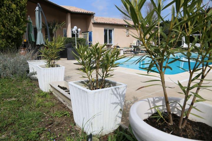Chambre privée 2 lits dans villa avec piscine. - Toulouse - Ev
