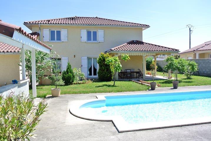 Superbe villa proche aéroport - Janneyrias - Hus