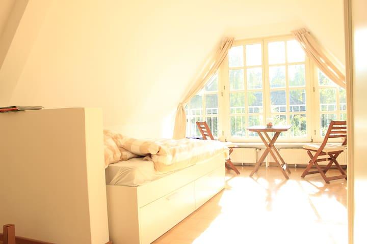 Gemütliche, helle 1 Zimmer Wohnung in Elbvororten - Hamburg - Daire