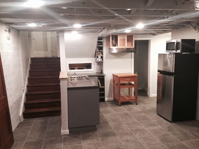 Newly Remodeled Urban Basement Apt Heart of Peoria - Peoria - Apartmen