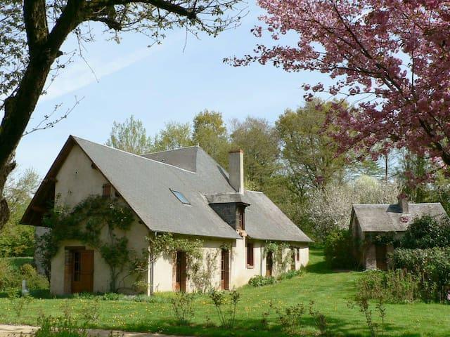 Ancien moulin à eau dans le Berry - Henrichemont - Hus