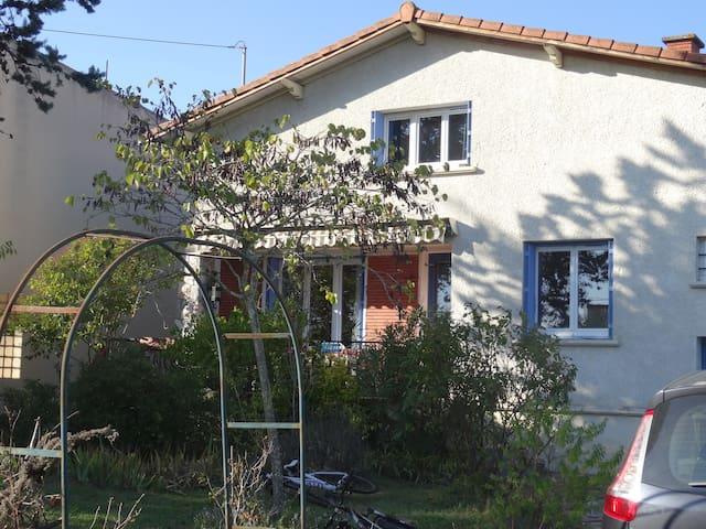 4 chambres à louer dans grande maison familiale - Villeneuve-Tolosane - Huis