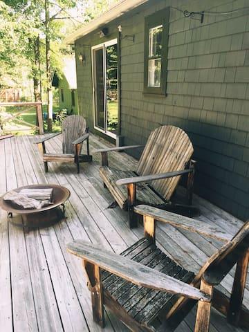 The Omi Cabin: Creekside In The Catskills - Shandaken