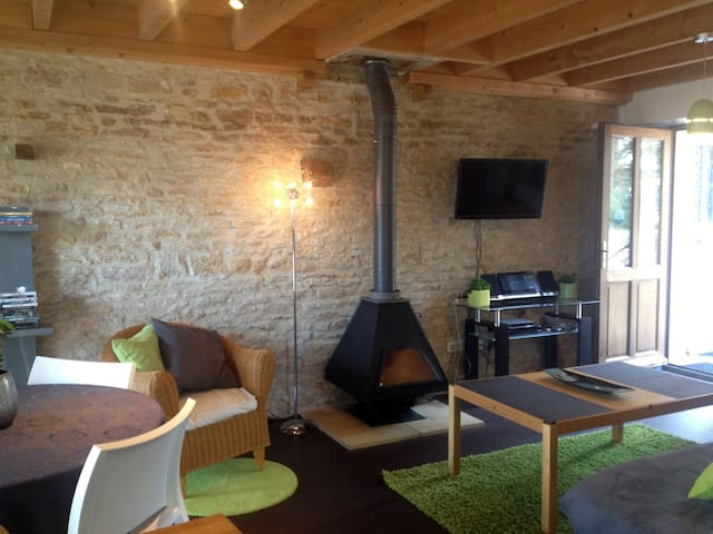 Beau Gîte avec Piscine Court séjour ou semaine - Champagny-sous-Uxelles - Apartemen