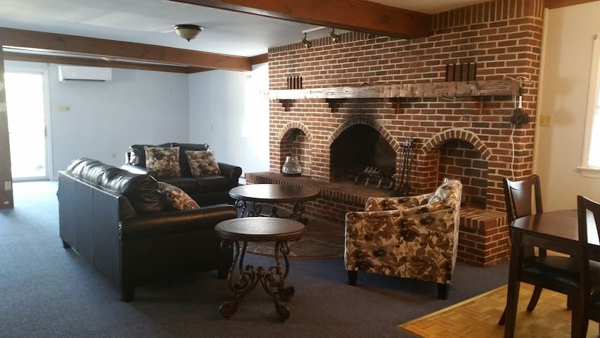Fabulous Location, Spacious Rooms! - Hummelstown - Leilighet