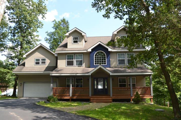 Huge House across Shawnee ski area - East Stroudsburg - Casa