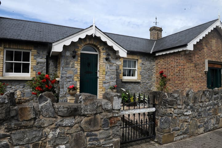 COTTAGE NEXT TO THE K CLUB, BARBERSTOWN & DUBLIN ! - Straffan - Casa