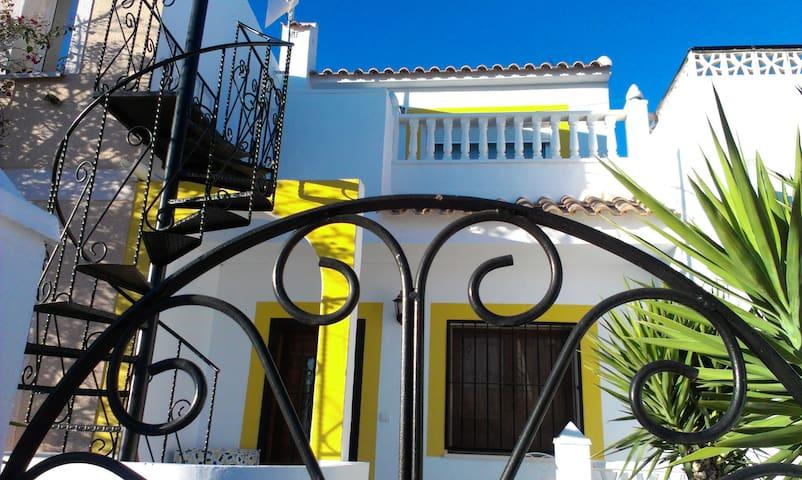 Small modern House Torrevieja Area - Urbanización Monteazul - Hus