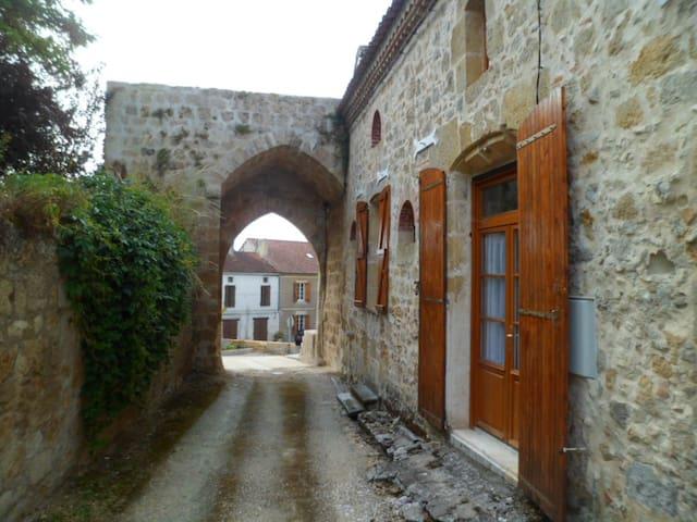 maison de village très ancienne  - Ligardes - Ev