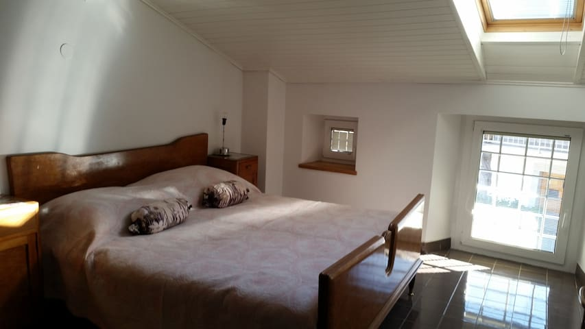 Staying for 2 in the Karst with courtyard+p - Štanjel - Hus