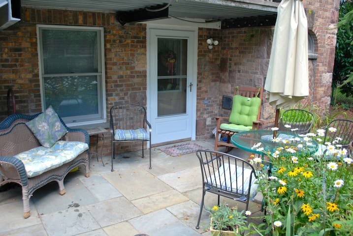 Guest House in the Garden - Bergenfield - Andre