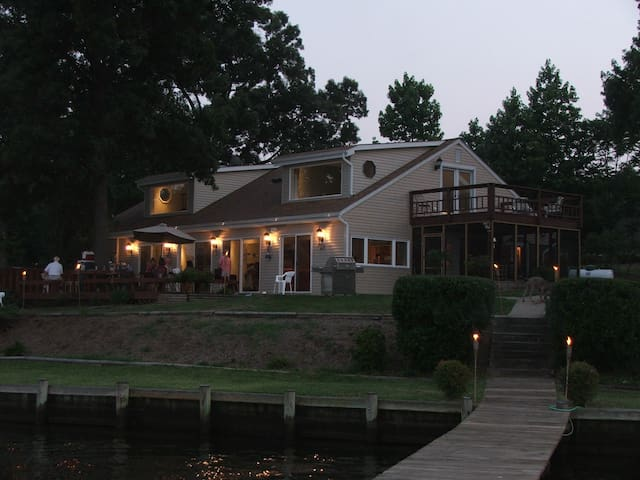 Gorgeous Waterfront perfect for a family vacation! - Glen Burnie - Rumah