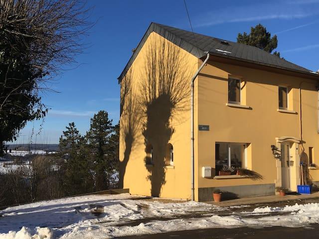 Maison familiale idéale pour 4 pers - Florenville - Дом