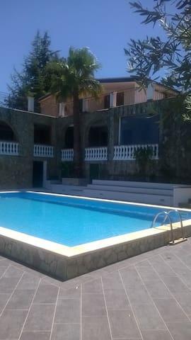Stanze in Villa con Piscina - Province of Palermo - Oda + Kahvaltı