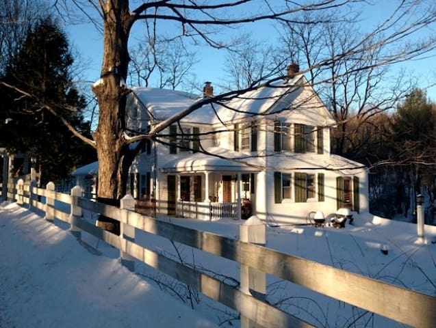 Stunning and Comfortable Farmhouse - East Chatham