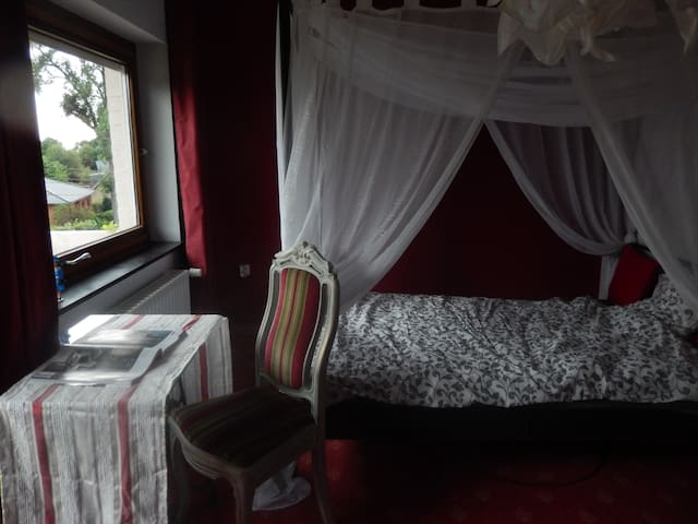 Private room in a nice house - Eupen - Dom