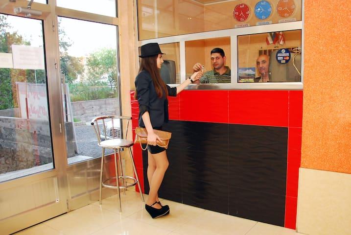 Armenia Hostel complete+affordable - Jereván
