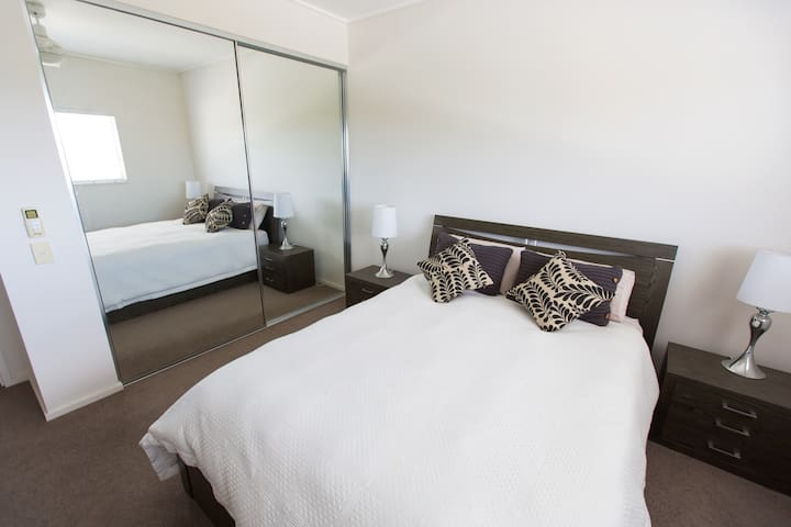 Modern Top Floor Apartment  - Rouse Hill