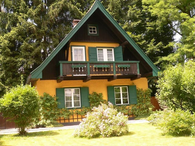 Sunny cosy house with garden - Salzburg - Huis