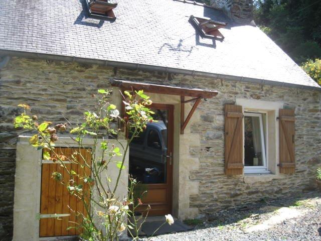 Entre cote de Granit rose et Monts d' Arrée. Calme - Loc-Envel - Huis